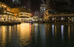Dubai - Burj Khalifa sjö Arkivbild