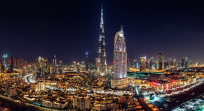 DUBAI CÉNTRICO - 3 de junio de 2014 - una alameda de Dubai de la opinión del horizonte, fuente de Dubai y el rascacielos más alto imagen de archivo