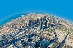 Dubai céntrico. Del este, arquitectura de United Arab Emirates. Aéreo Foto de archivo libre de regalías