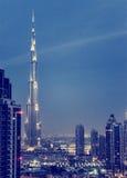 Dubai céntrico en la noche Fotos de archivo libres de regalías