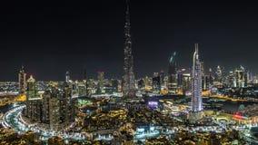 Dubai céntrico en la opinión del timelapse de la noche del top en Dubai, United Arab Emirates almacen de metraje de vídeo