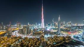 Dubai céntrico en la opinión del timelapse de la noche del top en Dubai, United Arab Emirates almacen de video