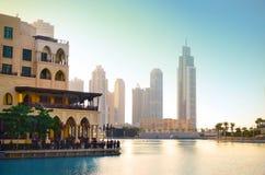 Dubai céntrico en la puesta del sol Foto de archivo libre de regalías