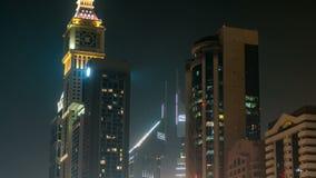 Dubai céntrico se eleva timelapse de la noche Vista de rascacielos en el camino de Sheikh Zayed almacen de video