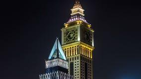 Dubai céntrico se eleva timelapse de la noche Vista de rascacielos en el camino de Sheikh Zayed metrajes