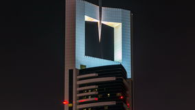 Dubai céntrico se eleva timelapse de la noche Vista de rascacielos en el camino de Sheikh Zayed almacen de metraje de vídeo