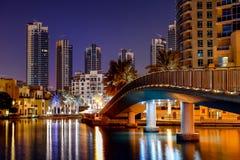 Dubai cityscape på gryning Arkivfoto