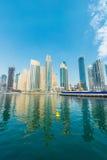 Dubai - 9 de agosto de 2014: Distrito do porto de Dubai sobre Fotos de Stock