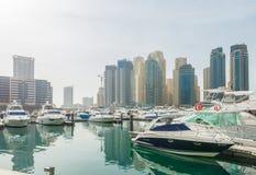 Dubai - 10 de enero de 2015: Distrito del puerto deportivo encendido Fotografía de archivo