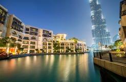 Dubai - 9 de enero de 2015: Edificio de Burj Khalifa encendido Imagenes de archivo