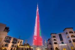 Dubai - 9 de enero de 2015: Edificio de Burj Khalifa encendido Fotos de archivo