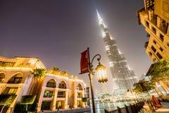 Dubai - 9 de enero de 2015: Edificio de Burj Khalifa encendido Imagen de archivo