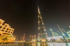Dubai - 9 de enero de 2015: Edificio de Burj Khalifa encendido Foto de archivo libre de regalías