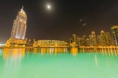 Dubai - 10 de enero de 2015: El hotel de la dirección encendido Fotos de archivo