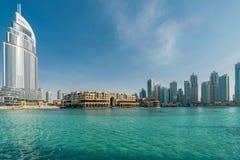 Dubai - 10 de enero de 2015: El hotel de la dirección encendido Fotografía de archivo libre de regalías