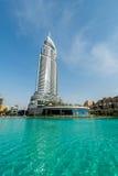 Dubai - 10 de enero de 2015: El hotel de la dirección encendido Imagenes de archivo