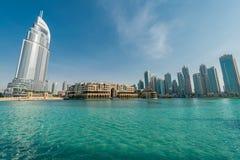 Dubai - 10 de enero de 2015: El hotel de la dirección encendido Imagen de archivo libre de regalías