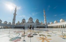 Dubai - 9 de enero de 2015: Mezquita de Sheikh Zayed encendido Fotografía de archivo