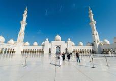 Dubai - 9 de enero de 2015: Mezquita de Sheikh Zayed encendido Imagenes de archivo