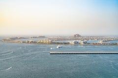 Dubai - 27 de enero: Vista superior de Dubai la palma y los hoteles en imágenes de archivo libres de regalías