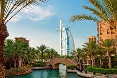 DUBAI - 3 DE JUNIO: El hotel famoso Imágenes de archivo libres de regalías