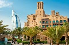 DUBAI - 3 DE JUNIO: El hotel y el distrito famosos del turista Imagen de archivo libre de regalías