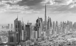 DUBAI - DEZEMBER 2016: Vogelperspektive von im Stadtzentrum gelegenen Stadtskylinen tolpatsch Lizenzfreie Stockfotos