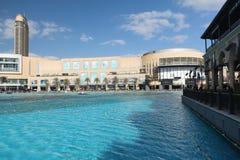 DUBAI, EMIRATOS ÁRABES UNIDOS - 10 DE DEZEMBRO DE 2016: A alameda de Dubai, Emiratos Árabes Unidos Foto de Stock Royalty Free