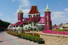 DUBAI, EMIRATOS ÁRABES UNIDOS - 8 DE DEZEMBRO DE 2016: O jardim do milagre de Dubai é o jardim natural o mais grande no mundo imagem de stock