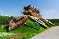 DUBAI, EMIRATOS ÁRABES UNIDOS - 8 DE DEZEMBRO DE 2016: O jardim do milagre de Dubai é o jardim natural o mais grande no mundo imagens de stock