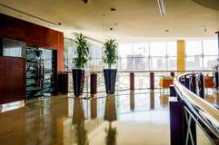 dubai En el verano de 2016 Decoración de mármol interior moderna y brillante en el hotel Ghaya magnífico Imagen de archivo