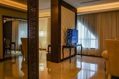 dubai En el verano de 2016 Decoración de mármol interior moderna y brillante en el hotel Ghaya magnífico Imágenes de archivo libres de regalías