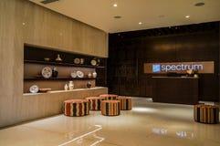 dubai En el verano de 2016 Interior moderno de mármol en colores oscuros, en el hotel del ajman de Fairmont Fotos de archivo libres de regalías