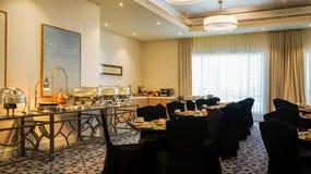 dubai En el verano de 2016 Interior moderno y brillante en el complejo playero magnífico de Habtoor del hotel Fotografía de archivo libre de regalías