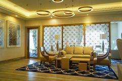 dubai En el verano de 2016 Interior moderno y brillante en el complejo playero magnífico de Habtoor del hotel Imágenes de archivo libres de regalías