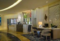 dubai En el verano de 2016 Interior moderno y brillante en el complejo playero magnífico de Habtoor del hotel Foto de archivo