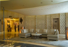 dubai En el verano de 2016 Interior moderno y brillante en el complejo playero magnífico de Habtoor del hotel Foto de archivo libre de regalías