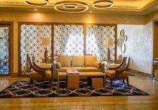dubai En el verano de 2016 Interior moderno y brillante en el hotel Habtoor magnífico Foto de archivo