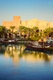 Dubai en la puesta del sol Imagenes de archivo