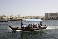 Dubai-Fähren lizenzfreie stockbilder