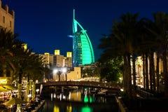 Dubai Förenade Arabemiraten - April 20, 2018: Burj Al Arab luxur fotografering för bildbyråer
