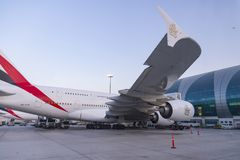 DUBAI FÖRENADE ARABEMIRATEN - 11 April 2018 - emiratflygbolag Royaltyfri Bild