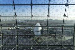 DUBAI FÖRENADE ARABEMIRATEN - 11 April 2018 - emiratflygbolag A Royaltyfri Fotografi