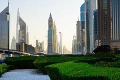 DUBAI FÖRENADE ARABEMIRATEN - FEBRUARI 5, 2018: Dubai i stadens centrum v Royaltyfri Fotografi
