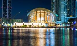 DUBAI FÖRENADE ARABEMIRATEN - FEBRUARI 5, 2018: Dubai operabuil Fotografering för Bildbyråer