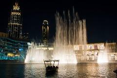 DUBAI FÖRENADE ARABEMIRATEN - FEBRUARI 5, 2018: Dubai springbrunn s Royaltyfri Bild