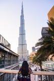 DUBAI FÖRENADE ARABEMIRATEN - FEBRUARI 5, 2018: Turist- tycka om Royaltyfri Foto
