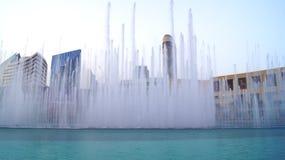 DUBAI FÖRENADE ARABEMIRATEN - MARS 31st, 2014: Den Dubai springbrunnen är den mest högväxta utförande springbrunnen för världs` s Arkivfoton
