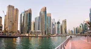 DUBAI FÖRENADE ARABEMIRATEN - NOVEMBER 4, 2017: Dubai marinapanna Royaltyfria Bilder
