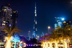 DUBAI FÖRENADE ARABEMIRATEN - OKTOBER 18, 2017: Den Dubai natten scen Arkivbilder